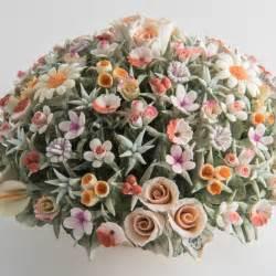 fiori capodimonte centrotavola in porcellana di capodimonte con fiori di