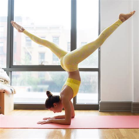tutorial invertidas yoga how to increase your flexibility headstands and heels