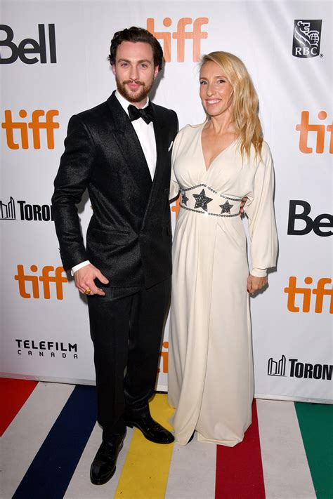 aaron taylor johnson outlaw king outlaw king star aaron taylor johnson and wife sam taylor