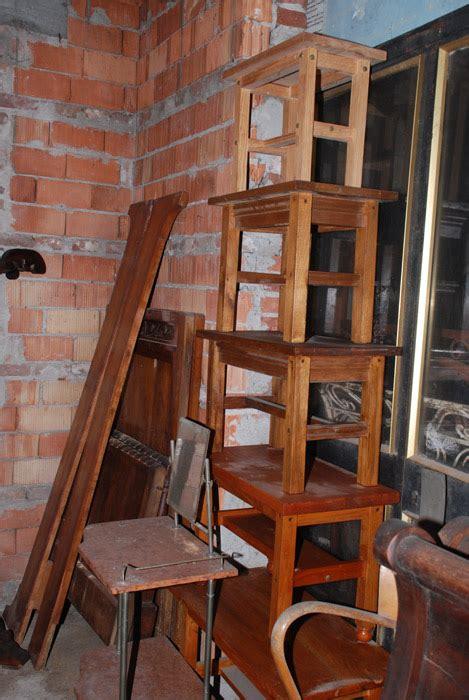 sgabelli antichi mobili antichi da restaurare credenze armadi letti