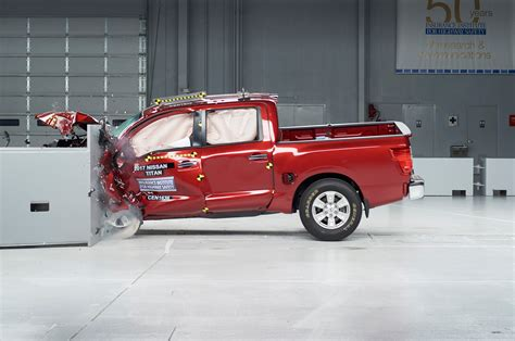 Nissan Titan Parts Canada 2017 Nissan Titan Disappoints In Iihs Small Overlap Crash