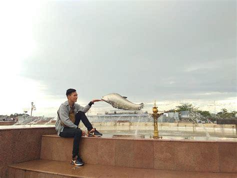 tugu belido icon  kota palembang backpacker jakarta