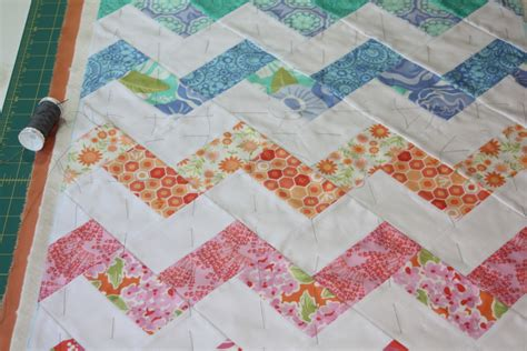 free pattern zig zag quilt 18 inch doll quilt zigzag or chevron pattern sewing tutorial