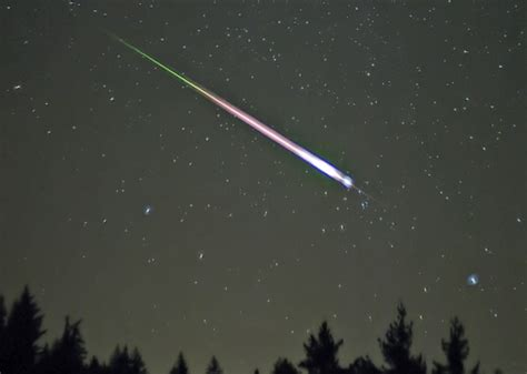 Leonid Meteor Showers by Don T Miss This Weekend S Astronomical Event The Leonid