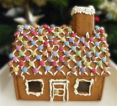 decorate a gingerbread house for christmas craft n home