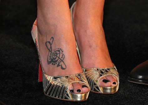 jennifer nettles tattoo nettles in the 43rd annual cma awards press
