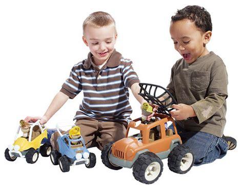 dibujos niños jugando con juguetes consejos para lavar los juguetes de los ni 241 os pequelia