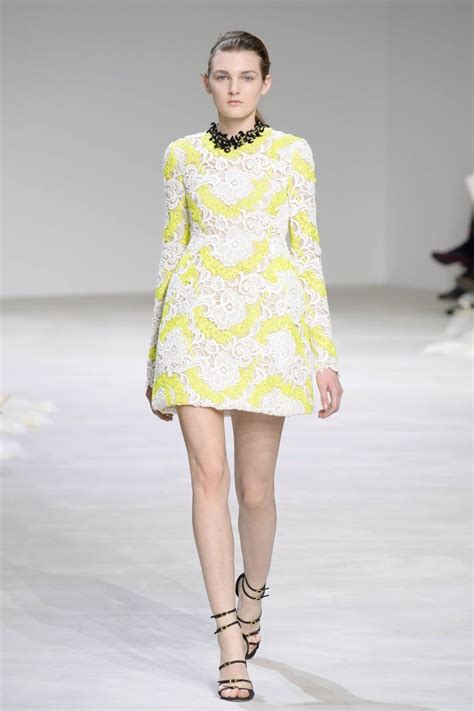 desain dress mini giambattista valli embraces florals for spring 2016
