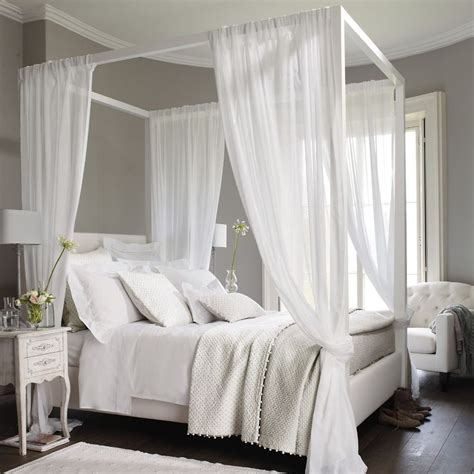 4 poster white bed