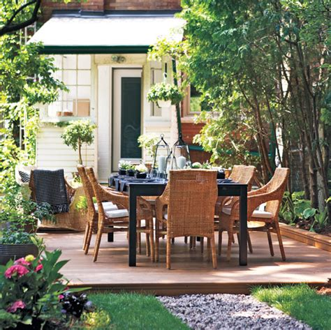 Backyard Entertaining by Outdoor Entertaining On A Budget Style At Home