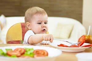 ab wann darf baby was essen wann darf ein baby alles essen urbia de
