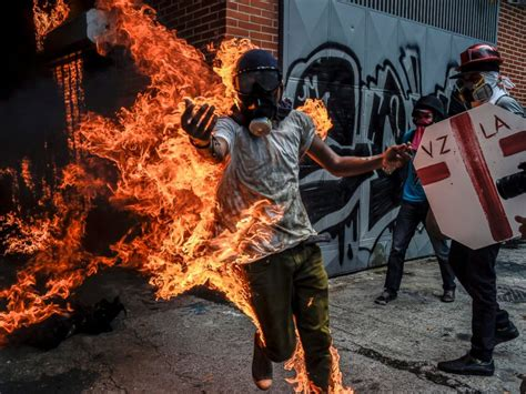 imagenes fuertes de isis venezuela street protests again turn deadly as overhaul of