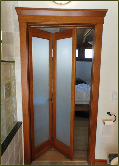 folding doors for bedrooms 25 best ideas about mirrored bifold closet doors on