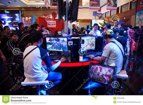 game industry events events for gamers visitors playing video games at indo game show 2013
