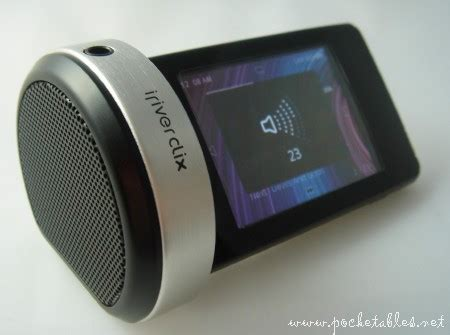 Iriver And Function In The Clix Cradle by Review Iriver Clix 2 Cradle Pocketables