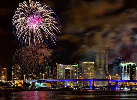 fireworks miami new years miami new years yacht to bring in 2014 on dec 31