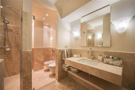 bagno in travertino beautiful arredo bagno legno chiaro bagno con doccia in