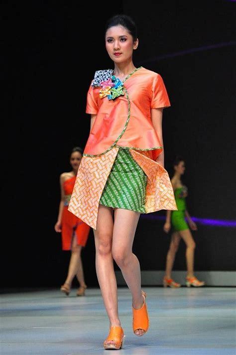 Blus Batik Kerja Warna Pastel Dy20 1 mau pakai batik tanpa terlihat lebih tua 8 style yang anak muda banget ini bisa kamu coba