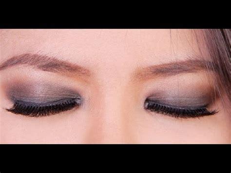 Cara Pakai Eye Liner tips dan cara memakai eye shadow dan dua warna