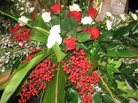 fiori si regalano alla laurea composizioni floreali fioreria la magia fiore