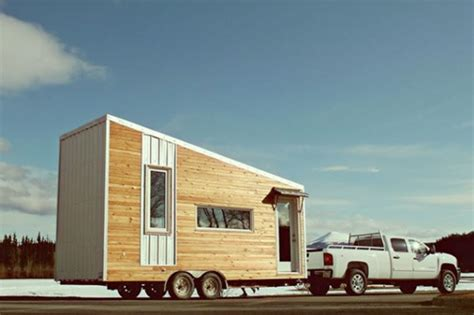 Building A Small Home On Wheels Learn To Build Simple Tiny House Build Tiny House On