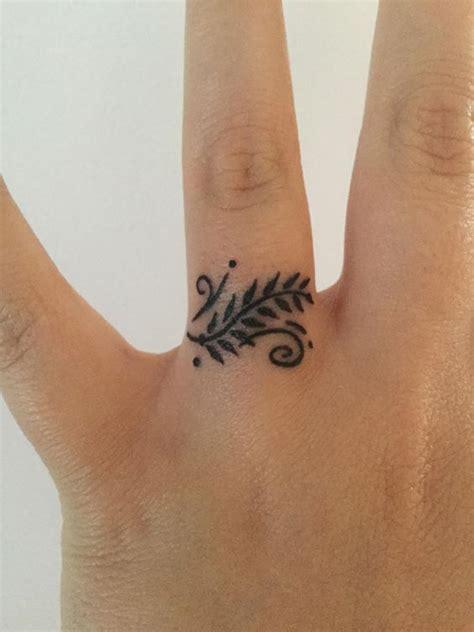 tattoo on hand near thumb tatuagens delicadas no dedo 50 fotos para inspirar