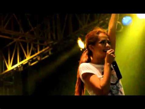 Download Mp3 Dj Yasmin 2014 | dj yasmin jakcloth year end sale senayan 2014 youtube