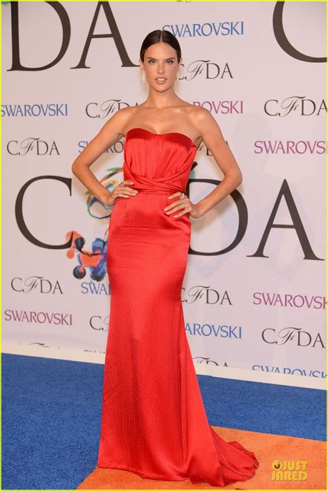 Cfda Awards Carpet Debra Messing And Heidi Klum by Heidi Klum Alessandra Ambrosio Brighten Up The At