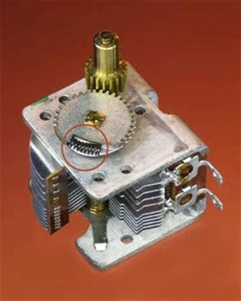 variable capacitor how it works variable capacitor what it does how it works variants values how to use it what can go wrong