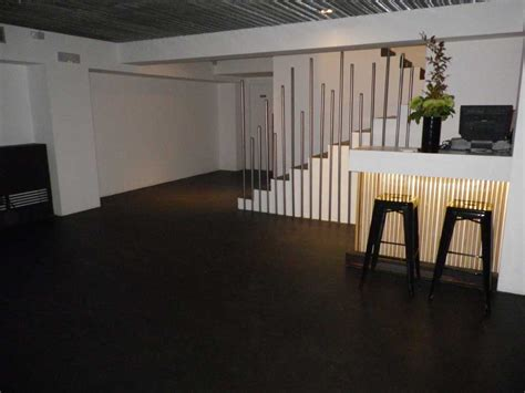 pavimento grigio scuro pavimento in microcemento continuo pavimento moderno