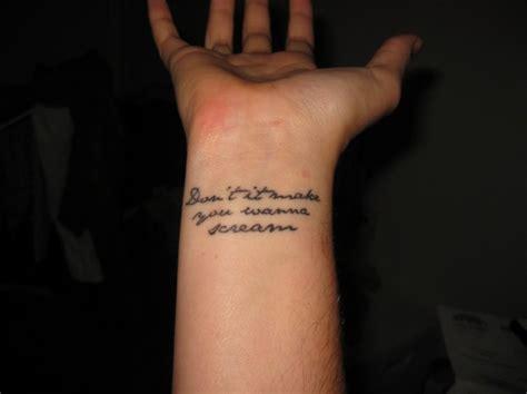 tatuaggi fiori sul polso frasi per tatuaggi con un significato profondo foto 30 47