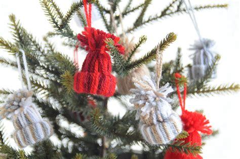 Tafel Kerstversiering Maken goedkope kerstdecoratie maken winterse mutsjes diy