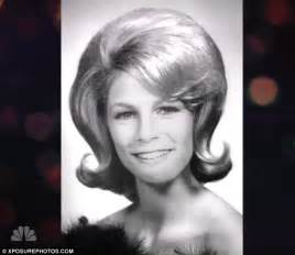 jamie lee curtis twin jamie lee curtis dons a wig to portray her dream role on