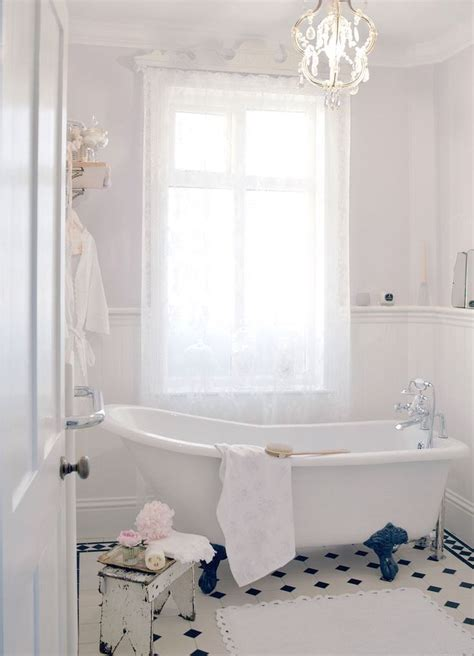 bathtub decor 28 lovely and inspiring shabby chic bathroom d 233 cor ideas
