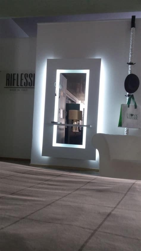 mensole con luce consolle tavoli riflessi consolle allungabili tavoli