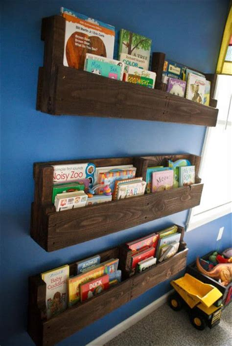wooden pallet bookshelves tutorial