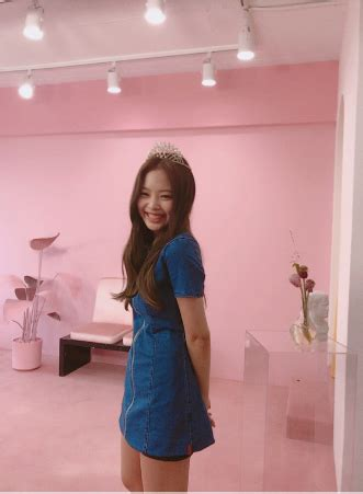 image jennie with a tiara ig update 2.png   black pink
