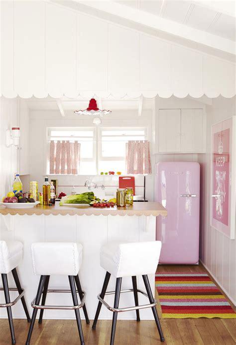 Kulkas Warna Pink dekorasi rumah pakai warna merah muda siapa takut