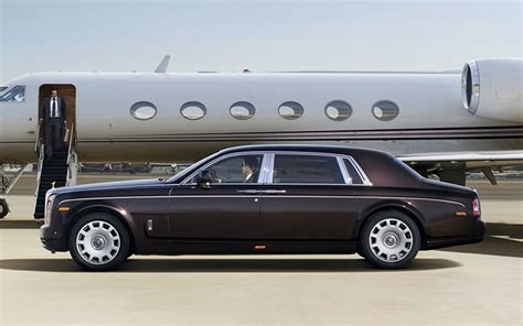 limousine airport transfers airport transfers limousines in luxury airport