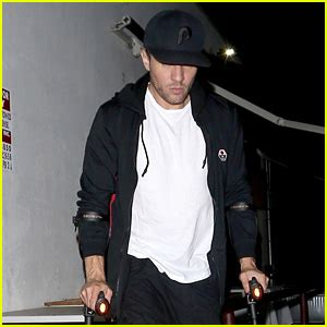 ryan phillippe injury update ryan phillippe is a bespectacled stud at dinner ryan