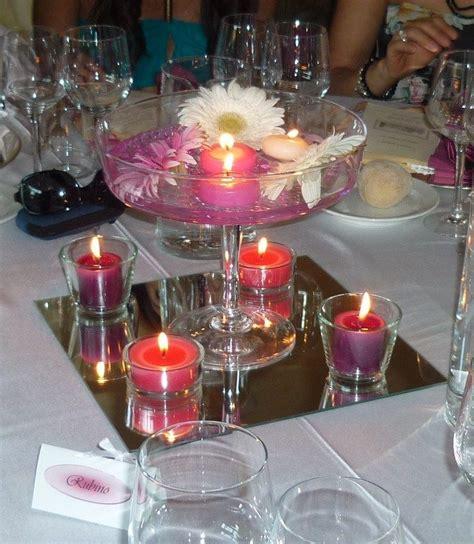 candele con fiori centrotavola con fiori e candele in vasi di vetro