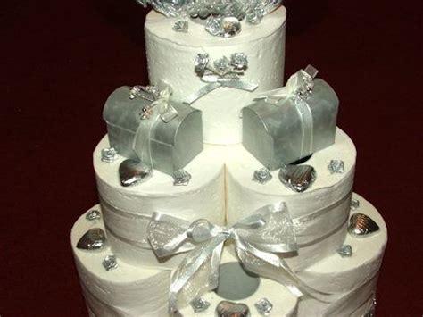 hochzeitstorte aus toilettenpapier eine torte aus toilettenpapier ein lustiges