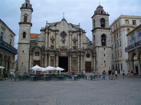 Wonderful Associated Related Churches #4: Plaza_de_la_Catedral_de_San_Cristobal_de_La_Habana_Cuba.JPG