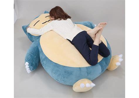 dormire abbracciati al cuscino dormire con un tenero ed enorme snorlax ora si pu 242 vg247 it
