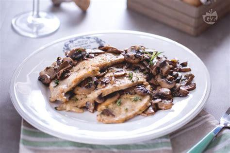 come cucinare le scaloppine ai funghi ricetta scaloppine ai funghi la ricetta di giallozafferano