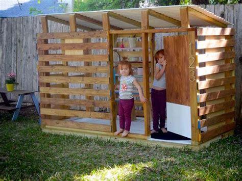 cabane de jardin pour enfant pas cher maisonnette en bois enfant 60 jolies demeures pour les petits archzine fr