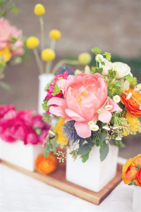 flower arrangement techniques bring spring into your home with these flower arranging