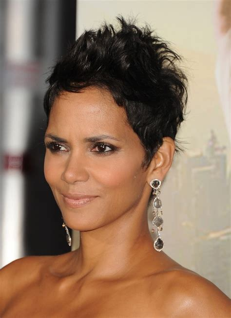 how to style a pixie cut like halle berry halle berry spiked messy pixie cut for women styles weekly