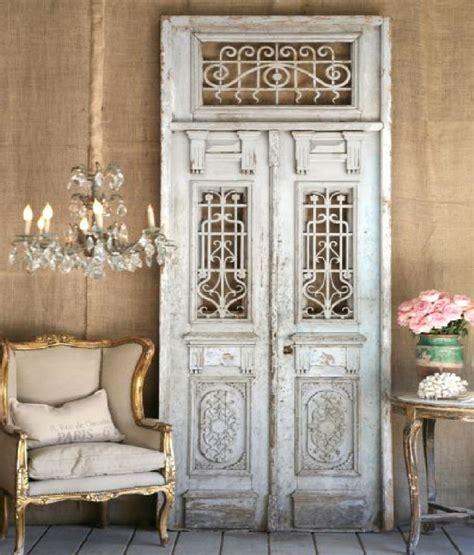Hanging Chandeliers In Living Rooms by Antique Chandeliers For Your Living Room