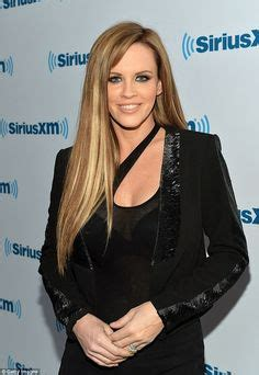 picture of jenny mcarthy red highlights jenny mccarthy darkens her hair for summer pelo